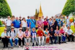2013-tour-ex-pow-wally-holding-with-descendants-of-pows